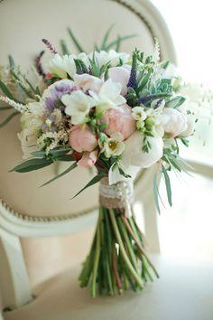 Букет невесты на свадьбу в стиле Прованс, Виды букетов, Букет произвольный формы, Тейпированный букет, Свадьбы в белом цвете, Букет невесты из фрезий, Цветы, Свадьбы в сиреневом цвете, Вероника, Свадьбы в розовом цвете, Роза, Астильба