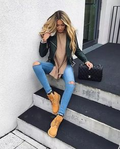 Cozy Winter Outfits To Stand Out From The Crowd, You can collect images you discovered organize them, add your own ideas to your collections and share with other people. Tims Outfits, Mode Outfits, Stylish Outfits, Fall Outfits, Fashion Outfits, Womens Fashion, Outfits With Boots, Woman Outfits, Casual Outfits For Winter