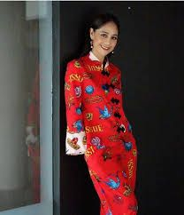 sinjai plengpanich - Google Search My Idol, Dresses With Sleeves, Google Search, Celebrities, Long Sleeve, Fashion, Curve Dresses, Moda, Celebs