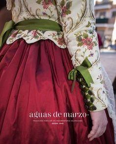 Blog Antique Clothing, Historical Clothing, Victorian Fashion, Vintage Fashion, Vestido Charro, Beautiful Dresses, Nice Dresses, Kurti Sleeves Design, Moda Retro