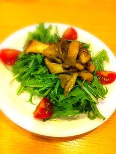 水菜大好きっ☆きのこをガーリック醤油バター味にしました♪ - 1件のもぐもぐ - きのこと水菜のサラダ by bibichan