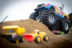 https://flic.kr/p/QHGTrw   Inflatable Monster Truck Bounce/Slide Combo   Wow! This thing is massive and a lot of fun.