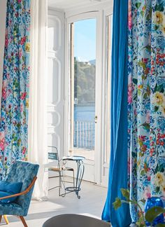 〚 Stunning wallpapers and textiles by Designers Guild: Spring-Summer 2017 〛 ◾ Photos ◾Ideas◾ Design Beautiful Home Gardens, Beautiful Homes, Beautiful Interiors, Living Room Designs, Living Room Decor, Rideaux Design, Interior Design Pictures, Stunning Wallpapers, Designers Guild