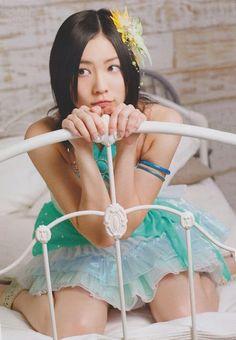 AKB48/SKE48 member Matsui Jurina injures her foot