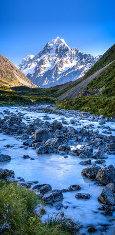 Hooker Valley Walk, New Zealand. How to get it and route description.  http://theoutdoorden.com/day-walks-in-new-zealand/other-classic-one-day-walks