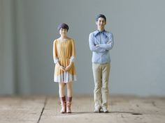 Skulptur statt Foto: Das japanische Fotostudio Omote 3D in Tokio lichtet Personen mit einem 3D Scanner ab und druckt das Positiv dann als lebensechte Vollplastik aus. Der handkolorierte Spaß ist aber nicht ganz billig. Die 10-Zentimeter-Version kostet etwa 200 Euro, die mit 15 Zentimetern Höhe etwa 300 Euro und die mit 20 Zentimetern Höhe gibt es für circa 400 Euro.