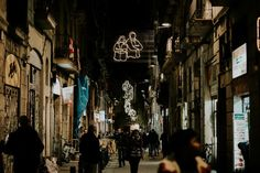 Las calles de El Raval de Barcelona se han visto engalanadas durantelas fiestas navideñasporCurro ClaretyLa Invisible.  http://diariodesign.com/2016/12/el-raval-nos-abraza-durante-estas-fiestas/?utm_source=feedburner&utm_medium=email&utm_campaign=Feed%3A+DiarioDesign+%28Diario+Design%29