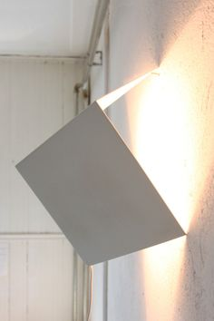 When on, the light spreads geometrically with its source in the center of the cube