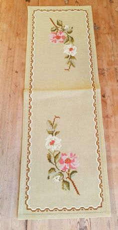 Beautiful x / floral / cross stitch / embroidered tablerunner / tablecloth in linen from Sweden Beautiful 21 x 7 / floral / cross stitch / Cross Stitch Borders, Cross Stitch Flowers, Cross Stitch Designs, Cross Stitch Patterns, Free Machine Embroidery Designs, Embroidery Patterns, Swedish Weaving, Cloth Flowers, Clothing Patches