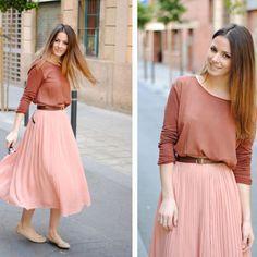 ¿Cómo combinar una falda larga?
