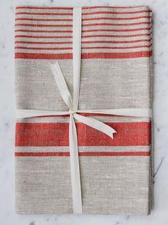 Linen Bath Sheet | Natural & Red Striped - Le fil rouge Textiles Linen Towels, Bath Towels, Bath Sheets, Natural Red, Red Stripes, Gift Wrapping, Textiles, How To Make, Handmade