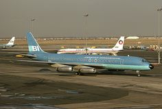 Braniff International Airways - McDonnell Douglas at John F. Kennedy International Airport, New York, April Airplane Drone, Mcdonald Douglas, Douglas Dc 8, Douglas Aircraft, Best Airlines, Line Photo, Aviation Industry, Vintage Air, Commercial Aircraft