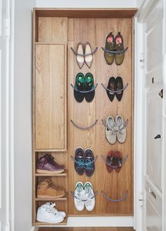 These home ideas will add the perfect touch to your home. Wall Mounted Shoe Storage, Wall Storage, Diy Design, Design Art, Dyi, Entryway Storage, Shabby, Entry Hallway, Timber House