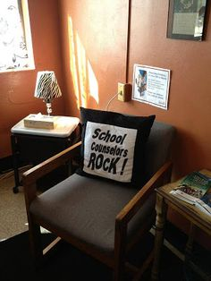 The Middle School Counselor: More Great Office Photos School Counselor Lessons, School Counselor Office, High School Counseling, Psychologist Office, Group Counseling, School Leadership, Educational Leadership, Educational Technology, Counseling Office Decor