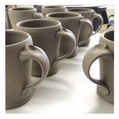 It is refreshing to revisit old ideas Mugs with a handle design from a few years back click the image or link for more info. Hand Built Pottery, Slab Pottery, Thrown Pottery, Pottery Mugs, Ceramic Pottery, Ceramic Techniques, Pottery Techniques, Ceramic Tableware, Ceramic Clay