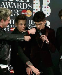 One Direction - Louis Tomlinson and Zayn Malik - bromance - Zouis GIF  - Sugarscape.com
