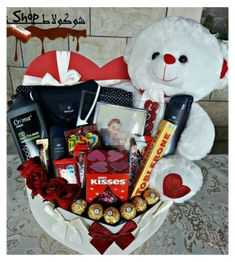 Anniversary Gift Ideas For Him Boyfriend, Valentines Day Baskets, Valentines Day Gifts For Him Boyfriends, Creative Gifts For Boyfriend, Cute Boyfriend Gifts, Boyfriend Gift Basket, Diy Birthday Ideas For Boyfriend, Cute Gifts For Your Boyfriend, Valentines Day Care Package