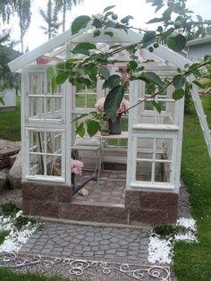 Valkoinen Puutalokoti: Kasvihuone, ansari, lasipapalatsi, kesähuone - ihania kaikki ;)