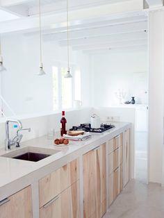 キッチンに扉をつけるなら木が良さそう