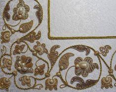 Особенности работы с блестящими тканями и нитями. 50 узоров для вышивки - Ярмарка Мастеров - ручная работа, handmade Handmade Embroidery Designs, Hand Embroidery Design Patterns, Beadwork Designs, Hand Work Embroidery, Embroidery On Clothes, Japanese Embroidery, Bullion Embroidery, Crystal Embroidery, Embroidery Stitches