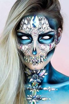 44 Really Cool Skeleton Makeup Ideas To Wear This Halloween Skeleton Makeup, Skull Makeup, Body Makeup, Amazing Halloween Makeup, Halloween Looks, Halloween Face Makeup, Really Scary Halloween Costumes, Festival Makeup Glitter, Theatre Makeup