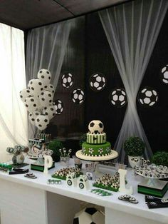 This is the perfect idea for great decoration in our next . Soccer Birthday Parties, Football Birthday, Soccer Party, Sports Party, Birthday Party Themes, Birthday Ideas, Soccer Baby Showers, Soccer Birthday Cakes, Soccer Banquet