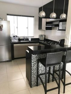 "For a small kitchen ""spacious"" it is above all a kitchen layout I or U kitchen layout according to the configuration of the space. Kitchen Room Design, Kitchen Sets, Modern Kitchen Design, Kitchen Layout, Home Decor Kitchen, Kitchen Furniture, Interior Design Living Room, Home Kitchens, Small Kitchens"