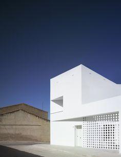 3+2 Social Housing / Antonio Holgado Gómez. Photograph by Jesús Granada