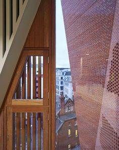 The Saw Swee Hock Student Centre at the London School of Economics (LSE) represents modern architecture in brick origami by O'Donnell + Tuomey Architects. Architecture Ireland, London Architecture, Contemporary Architecture, Architecture Details, O Donnell, Archi Images, London School Of Economics, Unusual Buildings, Brick Facade