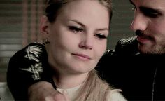 "Emma & Killian - Once Upon a Time 4x05 ""Breaking Glass"" #CaptainSwan"