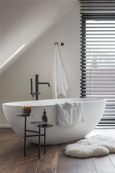 Find out here the best lighting and bathroom inspiration for your interior desig. - Find out here the best lighting and bathroom inspiration for your interior desig… Find out - Chic Bathrooms, Bathroom Inspiration, Bathroom Inspiration Modern, Modern Bathroom, Bathrooms Remodel, Bathroom Decor, Home, Cheap Home Decor, Modern Bathroom Decor