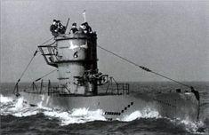 U-Boat ~ 1942 - U-588, ein U-Boot des Typs VII C-Modell, läuft aus dem Hafen zu einer neuen Mission aus ~ BFD