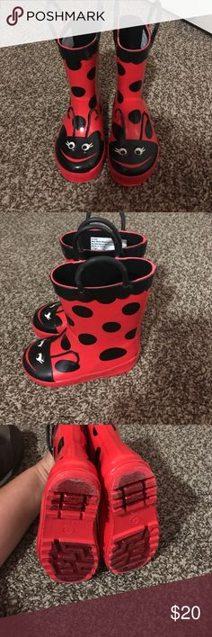 """Lady bug rain boots """"Like New"""" Like New rain boots. My daughter only used them twice, SIZE 5/6 Osh Kosh Shoes Rain & Snow Boots"""