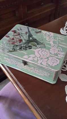Decoupage Vintage, Decoupage Wood, Altered Boxes, Altered Art, Recycled Furniture, Painted Furniture, Cigar Box Crafts, Diy Box, Painting On Wood
