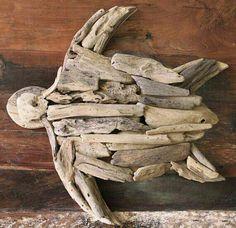 Sea turtle made of natural elements Driftwood Fish, Driftwood Sculpture, Beach Wood, Beach Art, Driftwood Projects, Beach Signs, Beach Crafts, Shell Art, Coastal Decor
