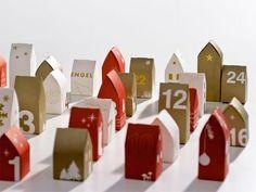 Houses advent calendar Twelve Days Of Christmas, Noel Christmas, Christmas Is Coming, Advent Calendar House, Christmas Calendar, Putz Houses, Wooden Houses, Paper Houses, Miniature Houses