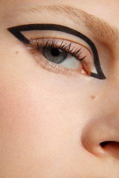 makeup upturned eyes makeup over 50 eye makeup is important Graphic Eyeliner Eye Eyes Important Makeup upturned Makeup Inspo, Makeup Art, Makeup Inspiration, Makeup Tips, Hair Makeup, Makeup Monolid, Eyeliner Makeup, Makeup Primer, Makeup Geek