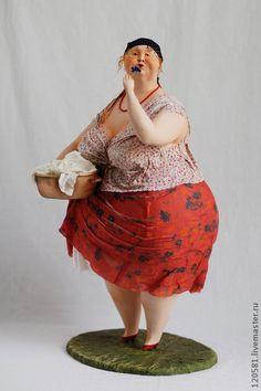 Авторская кукла` Маруся`. Рыжеволосая дева ,Маруся ,вдыхает аромат василька. Эта кукла выполнена в смешанной технике.Основа ее проволочный каркас.Тело папье маше.Голова,ручки,ножки слеплены из паперклея.Грунтованный текстиль.