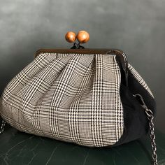 Designer Purses And Handbags, Purses And Bags, Frame Purse, Pouch Pattern, Unique Bags, Bag Patterns To Sew, Beaded Bags, Handmade Bags, Bag Making