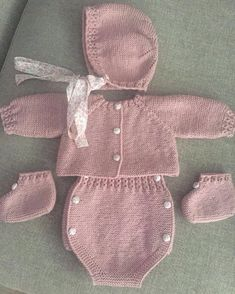 Madrid - The Effective Pictures We Offer You About Baby Alive Diaper Pattern how to m Baby Knitting Patterns, Baby Girl Patterns, Knitting For Kids, Baby Pullover, Baby Cardigan, Crochet Socks Tutorial, Girl Doll Clothes, Baby Sweaters, Baby Dress
