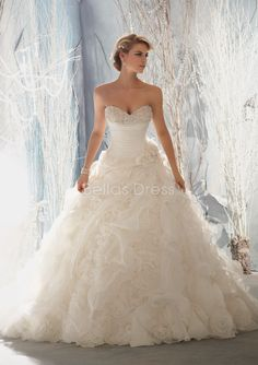 Organza Sweetheart Cathedral Train With Pick ups Ball Gown Dramatic Wedding Dresses