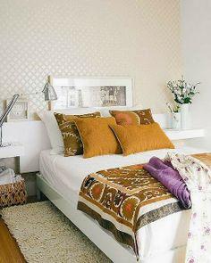 5 tips For Small Bedroom * 5 Dicas Para Quartos Muito PequenosCrie impacto na parede da cabeceira. Para enganar o olhar e nos fazer abstrair, da dimensão real do espaço. O ideal é usar um tom, papel de parede ou espelho em destaque.