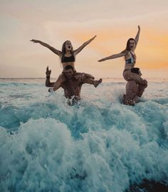 Playing chicken at sunset bff goals, best friend goals Photos Bff, Best Friend Photos, Best Friend Goals, Beach Photos, Best Friend Couples, Beach Aesthetic, Summer Aesthetic, Travel Aesthetic, Flower Aesthetic