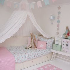 I really like this idea of a little girl's room.....
