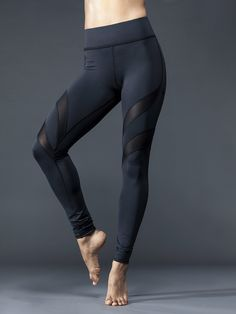 Bring some underground edge to spin class and Saturday runs with these Michi leggings. Diagonal mesh stripes hint at a little danger—and let's face it, you'll feel scary fast thanks to high-performance stretch fabric and chafe-free seams.