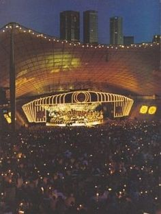 Carols by candelight. This Christmas Eve tradition attracts a huge crowd at the Sidney Myer Music Bowl in Melbourne Aussie Christmas, Australian Christmas, Summer Christmas, Christmas Music, Christmas Ideas, Merry Christmas, Melbourne Victoria, Victoria Australia, All Over The World