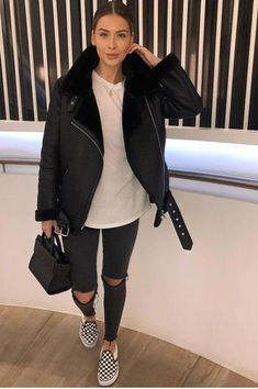 Winter Fashion Trends 2020 for Casual Outfits – Fashion Winter Outfits For Teen Girls, Winter Outfits Women, Winter Fashion Outfits, Autumn Winter Fashion, Fall Outfits, Black Outfits, Mens Winter, Black Jeans Outfit Winter, Black Outfit Edgy