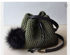 Crochet bucket purse Mini bucket bag T shirt yarn green - Knitting 2019 - 2020 Free Crochet Bag, Crochet Tote, Crochet Handbags, Crochet Purses, Bucket Bag, Tshirt Garn, Diy Sac, Yarn Bag, Leather Tassel