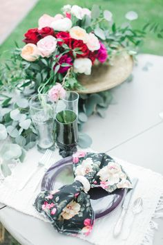 How cute are these floral printed napkins? http://www.stylemepretty.com/arizona-weddings/greer/2015/09/14/rustic-romantic-arizona-summer-wedding-2/ | Photography: Andrew Jade - http://andrewjadephoto.com/