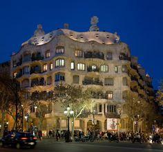 Art Nouveau Architecture: Casa Mila, also known as La Pedrera, Barcelona, Spain designed by Antoni Gaudi Art Nouveau Architecture, Beautiful Architecture, Beautiful Buildings, Beautiful Places, Barcelona Architecture, Unusual Buildings, Building Architecture, Chrysler Building, Casa Mila La Pedrera